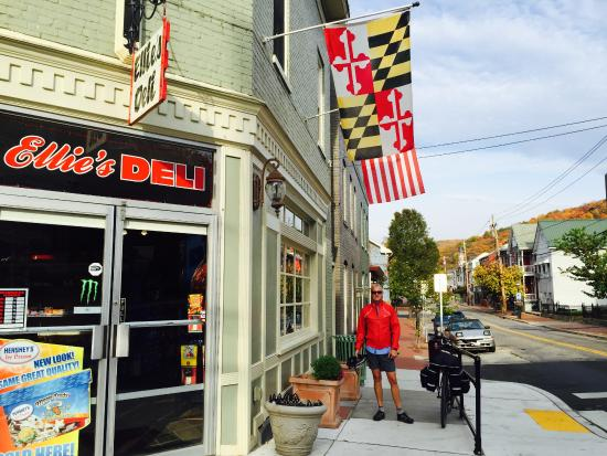 The Inn on Decatur : On the corner is Ellies Deli, with homemade bread