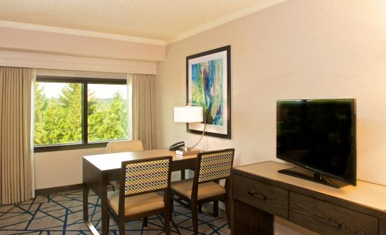 Embassy Suites by Hilton Portland Washington Square: Work Station