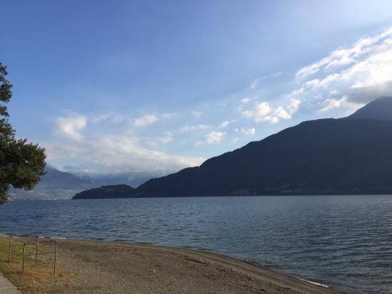 Hotel Lumin: Озеро перед отелем
