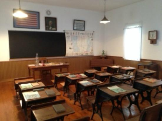 Lamoni, IA: Inside the old school house