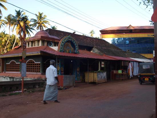 Vishnu Temple: Лавка у подножия храмового комплекса