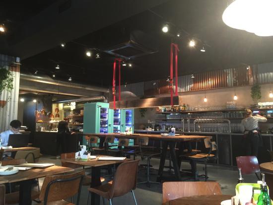 Zeer leuk en origineel interieur - Picture of Otomat Heavenly Pizza ...