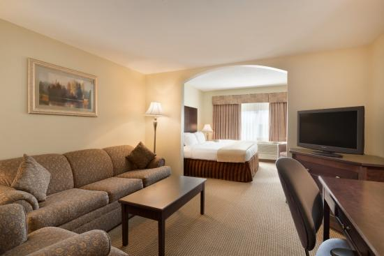 Days Hotel & Suites - Lloydminster: 1 King Bed Suite