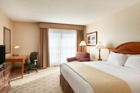 Days Hotel & Suites - Lloydminster: 1 King Bed Room
