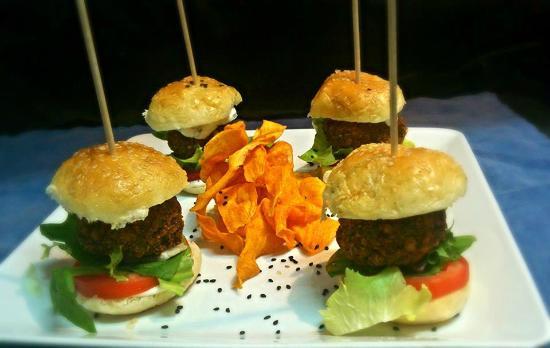 Café Infinito: Mini Falafel Burger