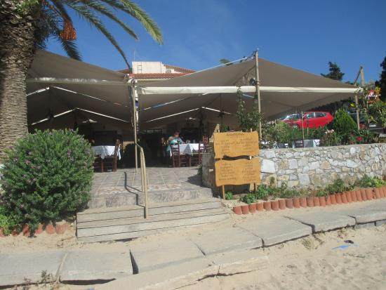 Kalogria Restaurant : Airy taverna with loveley views