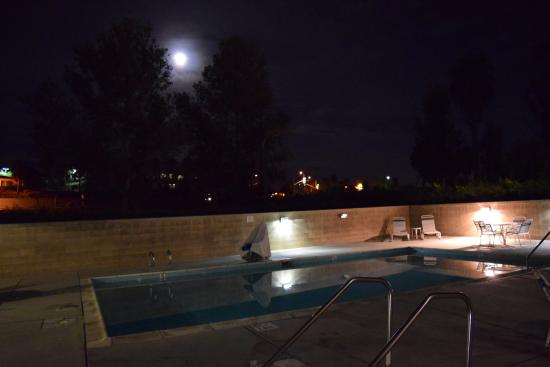 Quality Suites Otay Mesa: Pool bei Vollmond