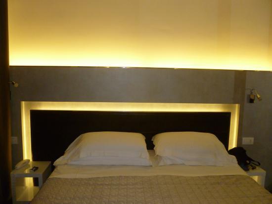 Illuminazione parete foto di baldinini hotel torre pedrera