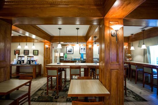 Hampton Inn Marion: Breakfast Bar