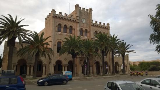 Villas Amarillas: in town nice building