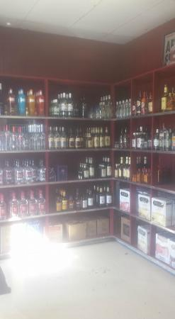 Bemus Point, estado de Nueva York: Bridgeview Liquors and Wines