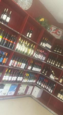 Bemus Point, estado de Nueva York: Bridgeview Liquors & Wines