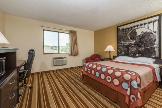 Super 8 Franklin/Middletown Area : 1 Queen Bed