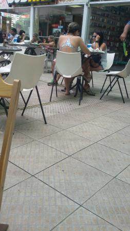 Subway: Gerente Guilherme muito mal educado com clientes e funcionários,  nota-se claramente a falta de
