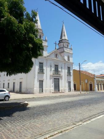 Aracati, CE: Rua Grande e Igreja Matriz no final da Rua Grande