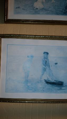 Crowcombe, UK: Faded picture in bathroom