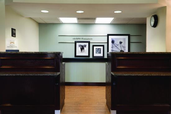 Hampton Inn Houston - I-10W, Energy Cor : Front Desk