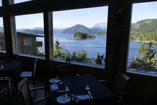Egmont, Canada: Dining room view