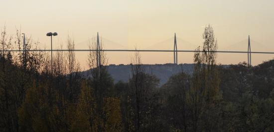 Hericlea Hotel Sport : Le Viaduc de Millau vu de la Salle du Petit déjeuner