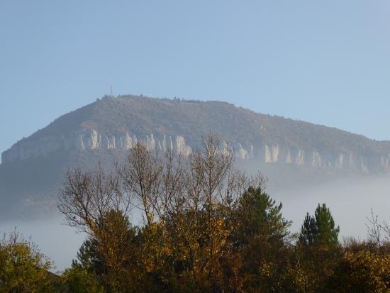 Hericlea Hotel Sport: La Pouncho d'Agast dans la brume du petit matin