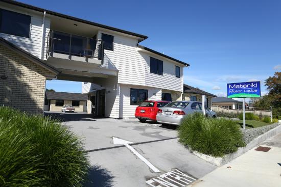 Matariki Motor Lodge: Front entrance/ driveway
