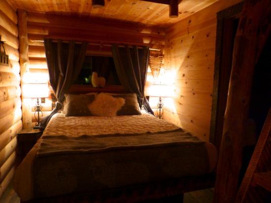 chambre - Picture of Les Chalets Spa Canada, La Malbaie - TripAdvisor