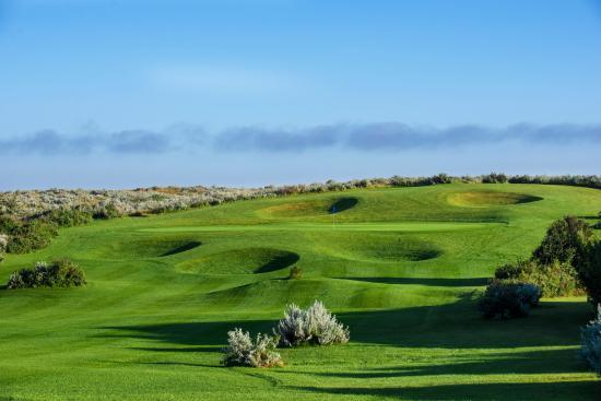 Lake Diefenbaker Tourism: SageView Golf Course in Palliser Regional Park