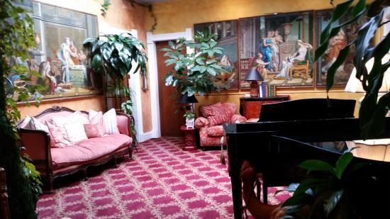 The Residence Hotel: Lobby
