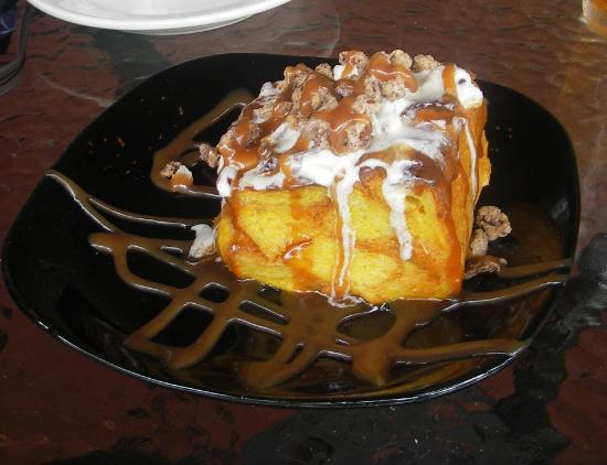 Cedartown, Geórgia: Pumpkin bread pudding with candied pecans