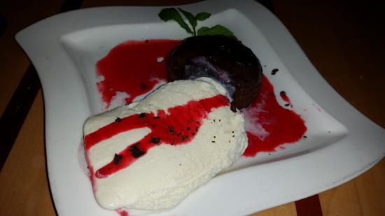 Des Moines, WA: Volcano cake
