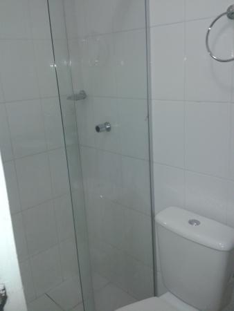 Hotel Pio: banheiro bom