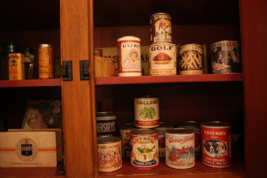 Grass Lake, MI: Coe House Museum Kitchen Display