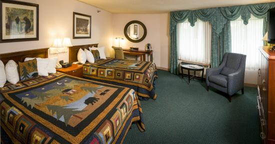 Black Bear Inn and Conference Center : 2 Queen Suite