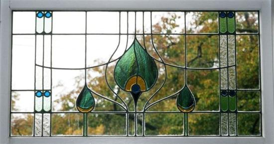 Beaconsfield Inn: Stained glass in dining room