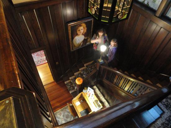 Beaconsfield Inn: Gorgeous staircase