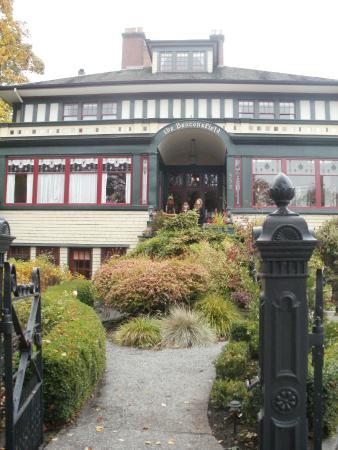 Beaconsfield Inn: Beaconsfield Inn, 998 Humbolt St, Victoria
