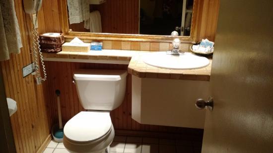 Carmel Fireplace Inn: Banheiro