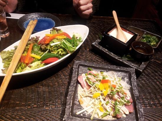 Masuya Jinbocho: 豆腐やサラダ