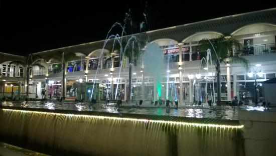 Fuente en centro comercial picture of merlo province of - La illa centro comercial ...