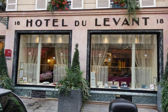 Breakfast buffet picture of hotel du levant paris for Location hotel a paris