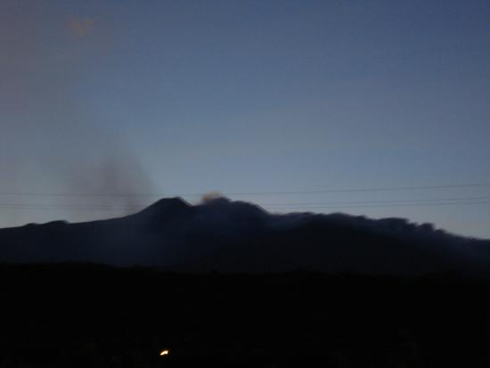 Etna Hotel: view of Etna at twilight from our terrace