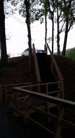 Dillard House: 20 steps up to my car in chalet
