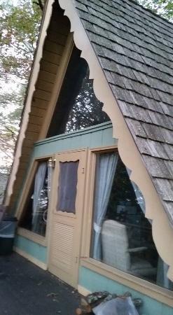 Dillard House: chalet front porch