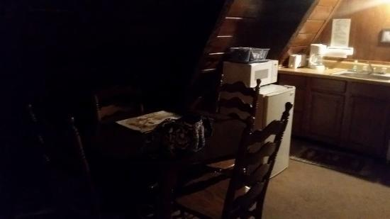 Dillard House: table, fridge, microwave in chalet