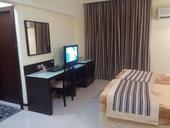 Panorama Hotel Bur Dubai: Hotel room