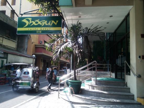 Shogun Suite Hotel: エントランス 見つけにくい