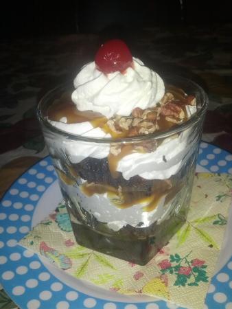 Dunnville, Kanada: chocolate caramel turtle trifle