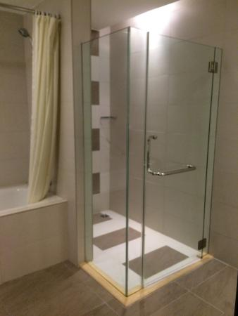 kingwood hotel standing shower