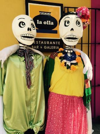 Casa del Las Bugambilias B&B: El Dia de Los Muertos decorations