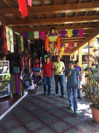 Mercado de Artesanias La Aurora